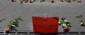 08/04/2011 Roma, una delegazione dell' Arci depone 250 rose rosse sulla scalinata del Campidoglio in ricordo della strage dei migranti avvenuta nel canale di Sicilia in cui anno perso la vita 250 persone